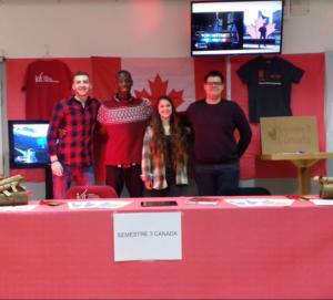 Photo des élèves ayant fait leur semestre au Canada durant la portes ouvertes de l'IUT